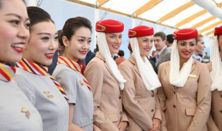 海南航空和阿联酋航空乘务员