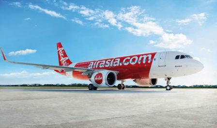 亚洲航空飞机在跑道上