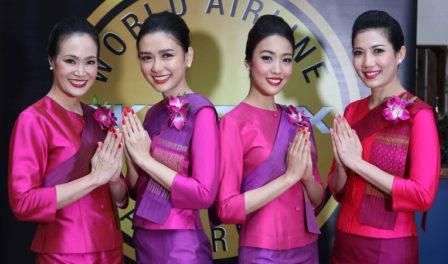泰国航空员工摆造型拍照