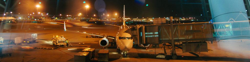 飞机与廊桥连接