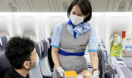 全日空航空公司机舱工作人员