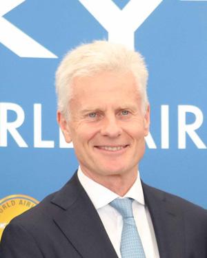 lord deighton en los premios de skytrax