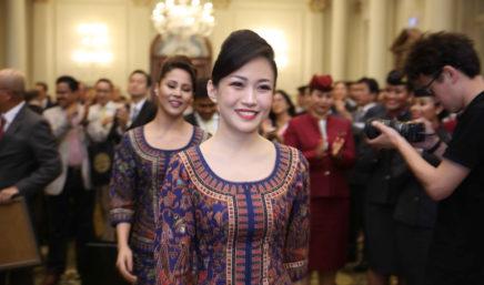 tripulación de cabina de singapore airlines recoge el premio
