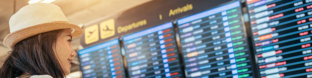 pantallas informativas de llegadas y salidas de vuelos